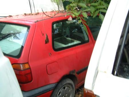 un veicolo in disuso trovato nell'area