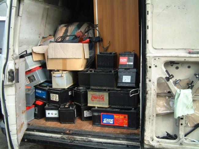 Il materiale sequestrato nell'area