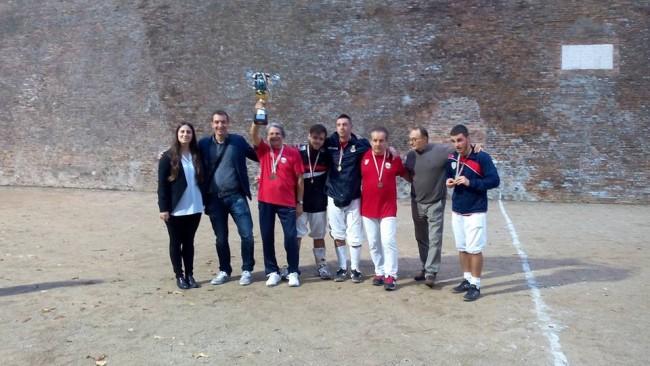 foto prima classificata Treia con Sindaco Santarcangelo, Assessore allo Sport di Treia e Presidente Ente Disfida