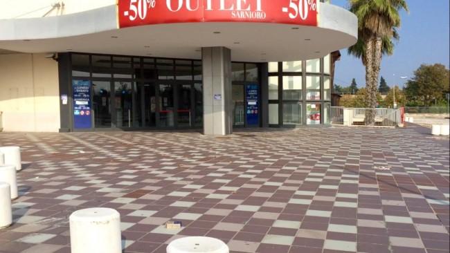 centro commerciale cinese eco mercatone – ingresso ex iper