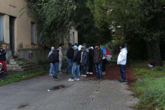 immigrati al centro immigrazione ottobre foto ap 4