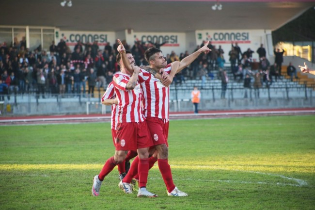 Giordano Fioretti esulta dopo il gol alla Spal