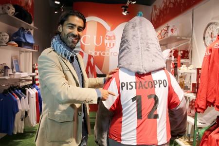 Vasco Faisca con la mascotte Pistacoppo
