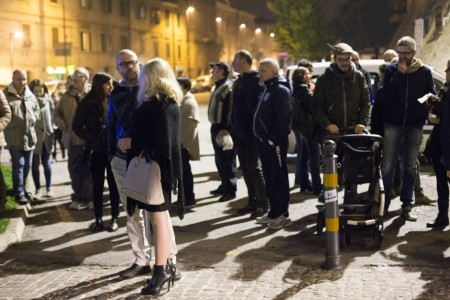 Manifestazione solidarietà sferisterio flash mob Francia attentato foto ap (13)