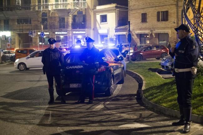 Manifestazione solidarietà sferisterio flash mob Francia attentato foto ap (16)