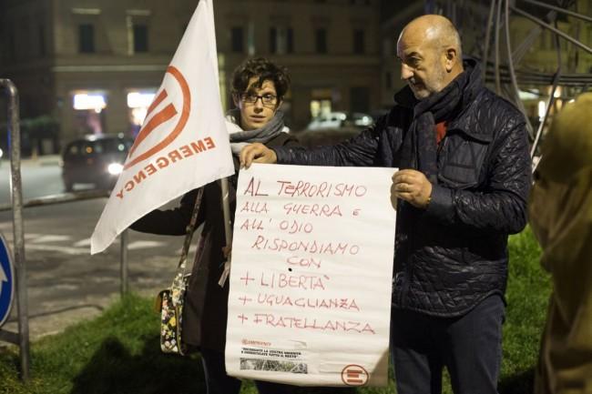 Manifestazione solidarietà sferisterio flash mob Francia attentato foto ap (4)
