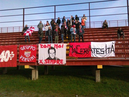 I tifosi della Maceratese a Pontedera