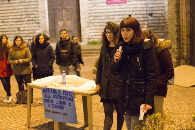 flash mob officina universitaria attentati francia solidarietà foto ap (1)