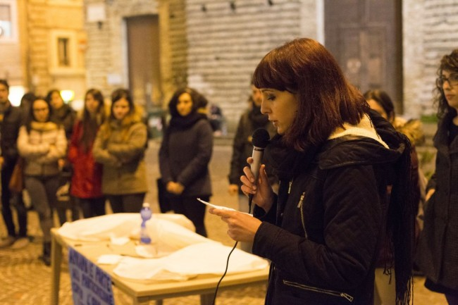flash mob officina universitaria attentati francia solidarietà foto ap (3)