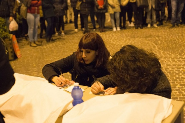 flash mob officina universitaria attentati francia solidarietà foto ap (4)
