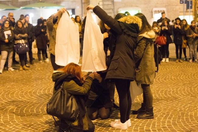 flash mob officina universitaria attentati francia solidarietà foto ap (6)