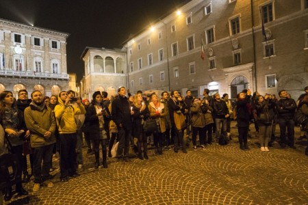 flash mob officina universitaria attentati francia solidarietà foto ap (9)