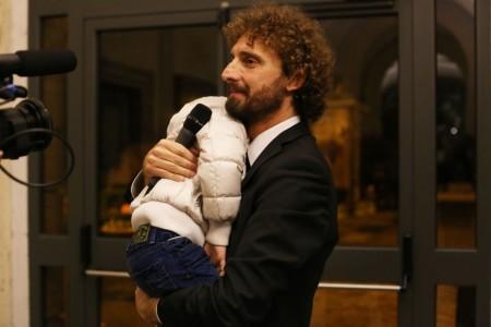 Filippo Roma abbraccia Simone