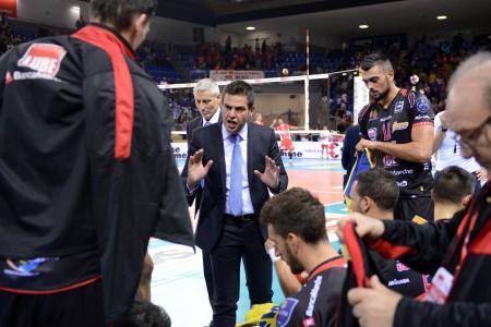 Coach Gianlorenzo Blengini durante un time out