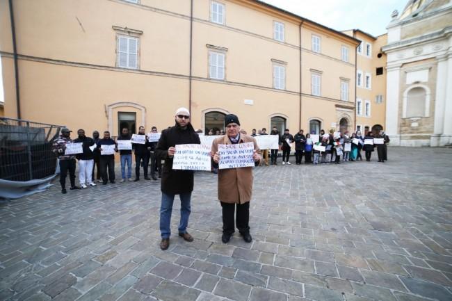 musulmani contro isis not in my name no in mio nome terrorismo islam foto ap (10)