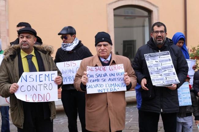 musulmani contro isis not in my name no in mio nome terrorismo islam foto ap (12)