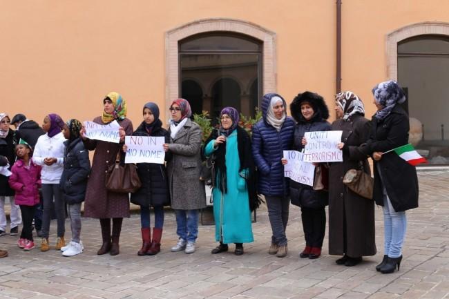 musulmani contro isis not in my name no in mio nome terrorismo islam foto ap (20)