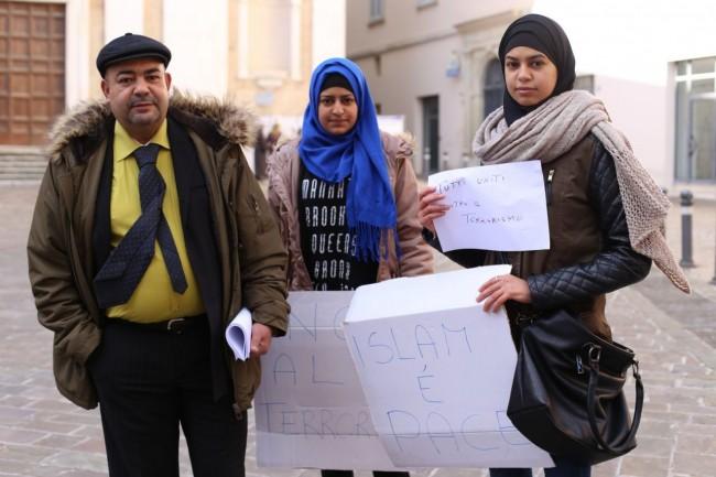 musulmani contro isis not in my name no in mio nome terrorismo islam foto ap (3)