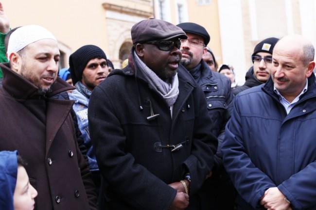 musulmani-contro-isis-not-in-my-name-no-in-mio-nome-terrorismo-islam-foto-ap-31-650x433