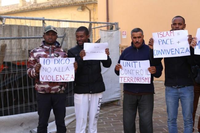 musulmani contro isis not in my name no in mio nome terrorismo islam foto ap (8)