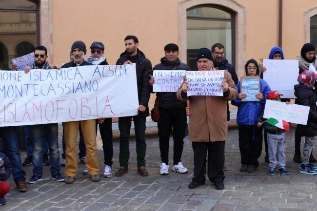 musulmani contro isis not in my name no in mio nome terrorismo islam foto ap (9)