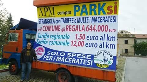 La vela contro Parksì commissionata da Anna Menghi e Lega Nord
