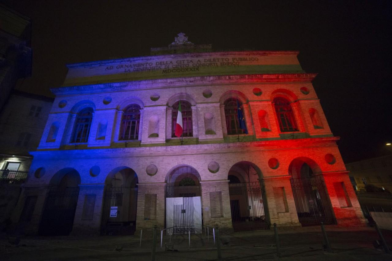 sferisterio francia colori attentato solidarietà foto ap (5)