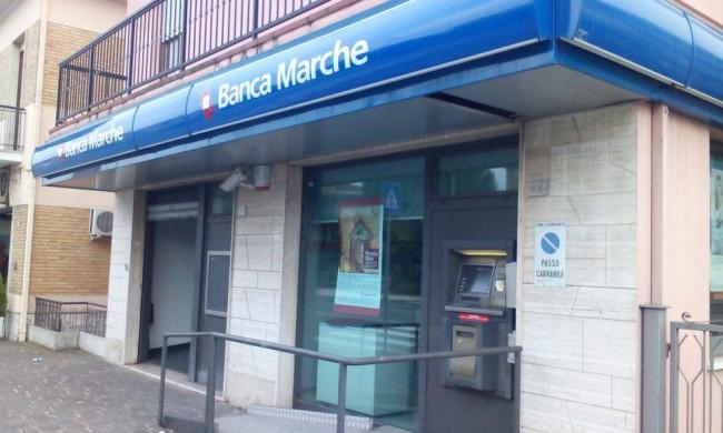 La filiale di Banca Marche in via Dante Alighieri