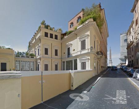 La palazzina di Propaganda Fide dove vive l'ex dg di BM, Massimo Bianconi
