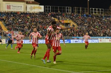 Daniel Kouko festeggia il gol del pareggio a Pisa