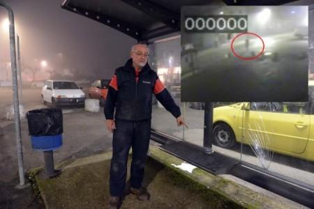 Il gommista Andrea Rapari indica la panchina dove ha visto il sacchetto. In alto il fermo immagine della donna scesa dal furgone bianco