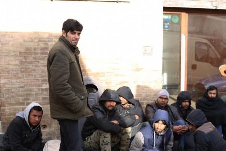immigrati-profughi-questura-foto-ap-4-450x300