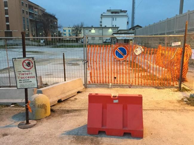 L'area del parcheggio all'ex Ceccotti chiusa