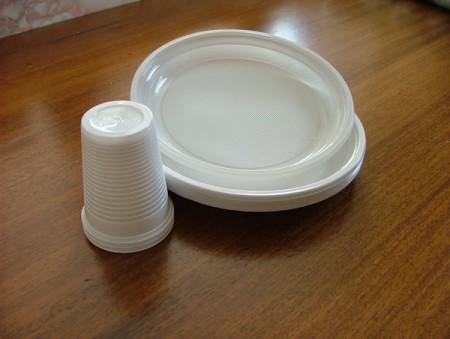 piatti e bicchieri plastica