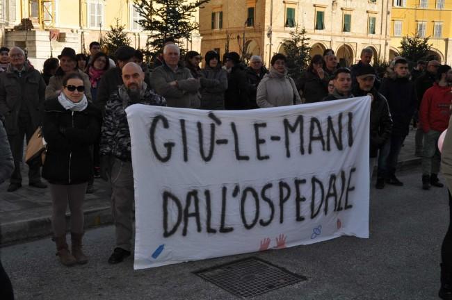 Lo striscione mostrato durante la protesta