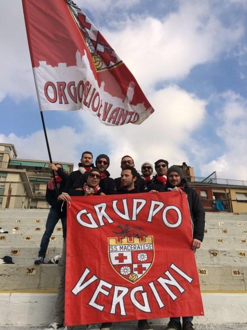 In tifosi della Maceratese a Savona