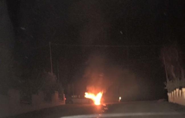 L'auto andata a fuoco a Montefano