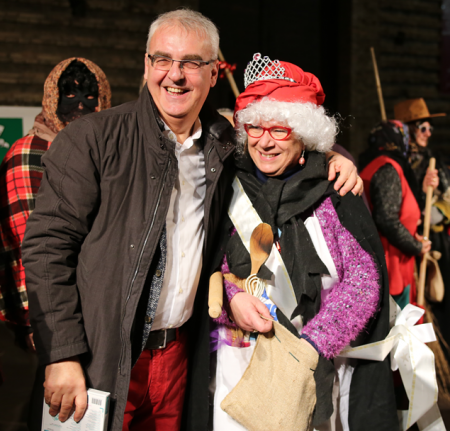 Il sindaco Carancini con Genoveff, miss befana 2016