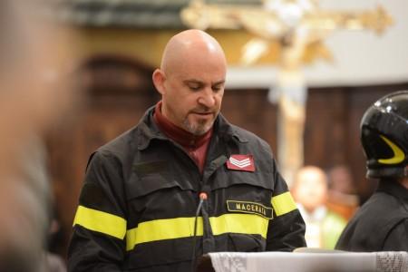 Un collega ha portato il ricordo dei vigili del fuoco di Macerata