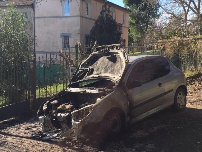 L'auto bruciata il 29 gennaio a Montecosaro