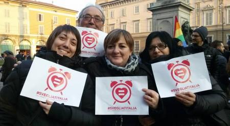 Irene Ferramondo e i nonni del piccolo Alessio in piazza a Piacenza
