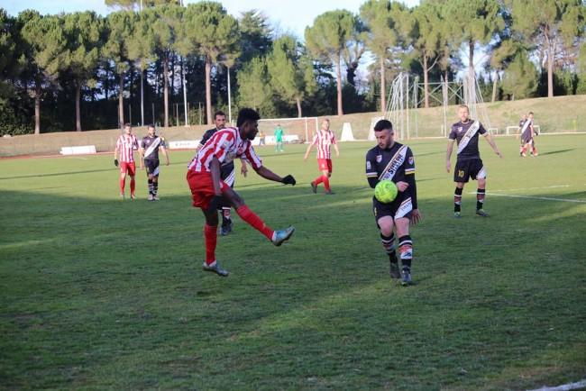 Daniel Kouko prova la via del gol contro la Lupa Roma