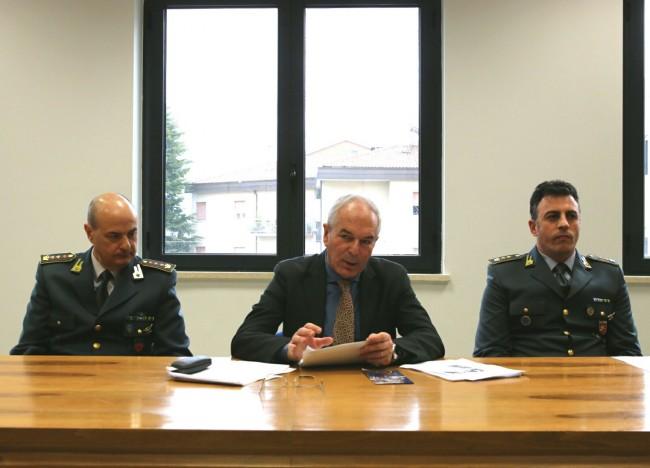 Da sinistra il colonnello Amedeo Gravina, il procuratore Giovanni Giorgio e il colonnello Andrea Magliozzi
