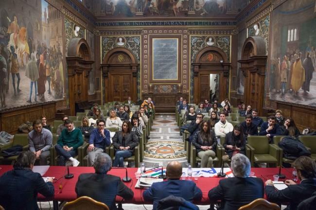 La gremita aula Magna dell'Università di Macerata