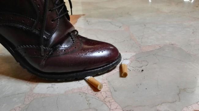 scarpa mozzicone cicca sigaretta