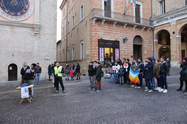sentinelle in piazza macerata_Foto LB (3)