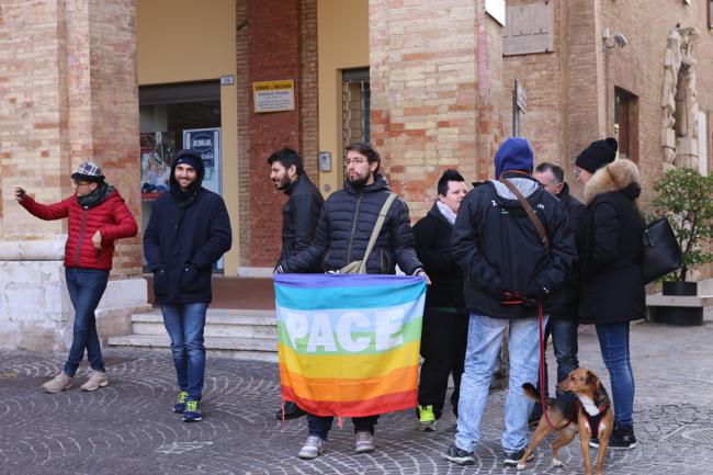 sentinelle in piedi piazza macerata_foto LB (11)