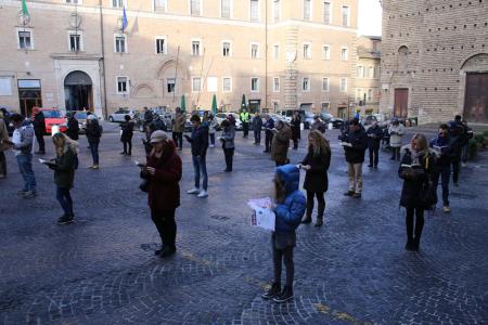 sentinelle in piedi piazza macerata_foto LB (22)