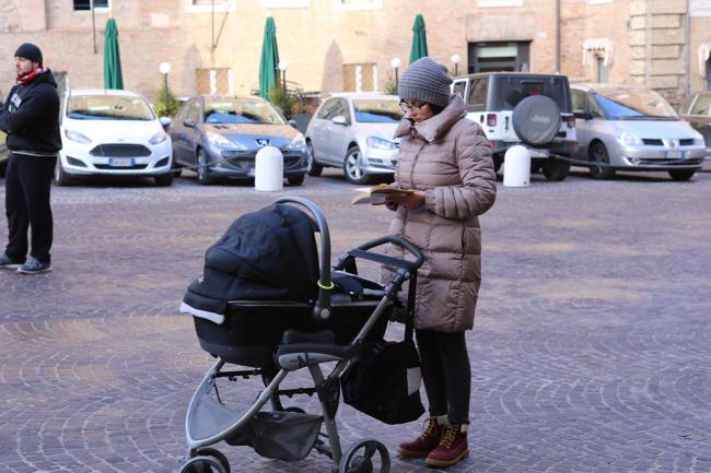 sentinelle in piedi piazza macerata_foto LB (23)