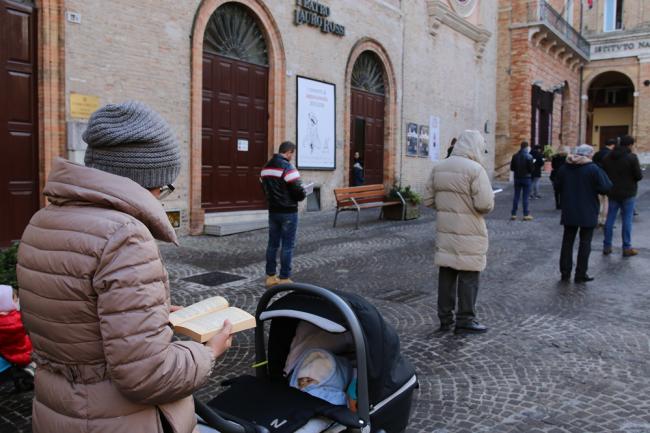 sentinelle in piedi piazza macerata_foto LB (25)